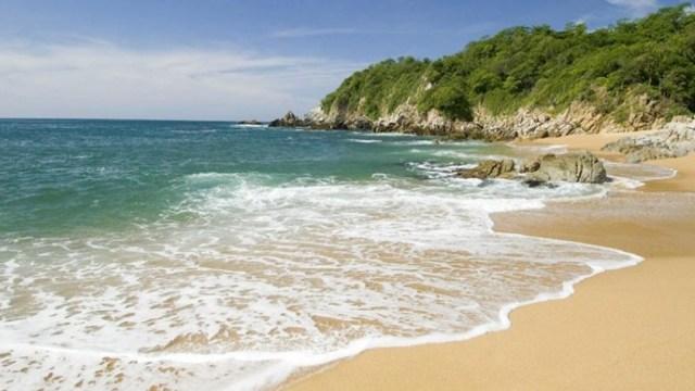 Desaparece extranjero que nadaba en playa Zicatela, Oaxaca