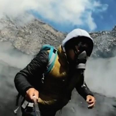 Alpinista sube al cráter del Volcán Popocatépetl y domo de lava lo sorprende