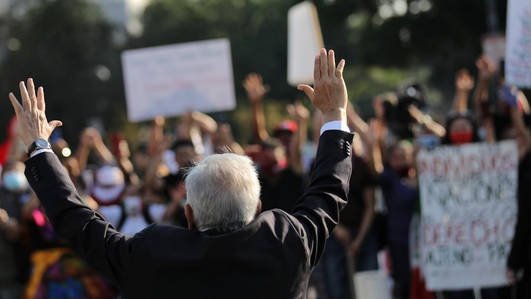 AMLO saluda a simpatizantes en Washington, Estados Unidos