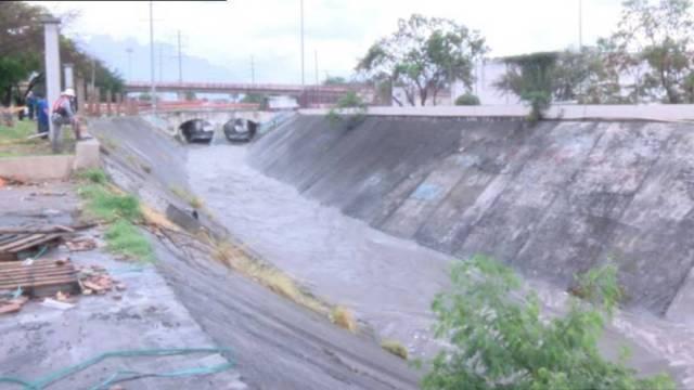 De acuerdo con reportes de Protección Civil, el menor de 11 años identificado como Ismael Alexander, fue arrastrado por el arroyo Topo Chico alrededor de las 2 de la tarde del sábado 25 de julio