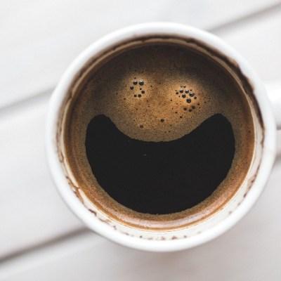 ¿Para qué sirve agregarle bicarbonato de sodio al café?