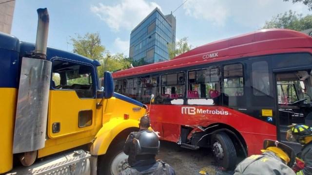 choque metrobús en insurgentes