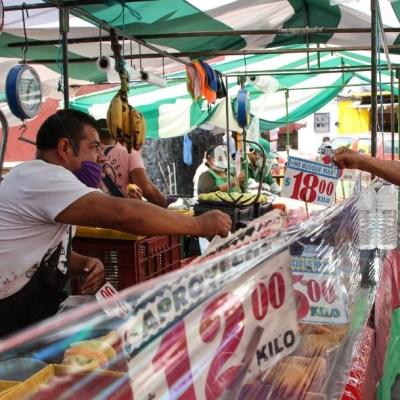 Con sana distancia, reabren tianguis, mercados y bazares de la CDMX