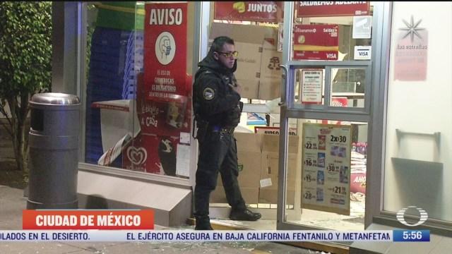 detienen a dos hombres por asaltar tienda de conveniencia en la gam en cdmx