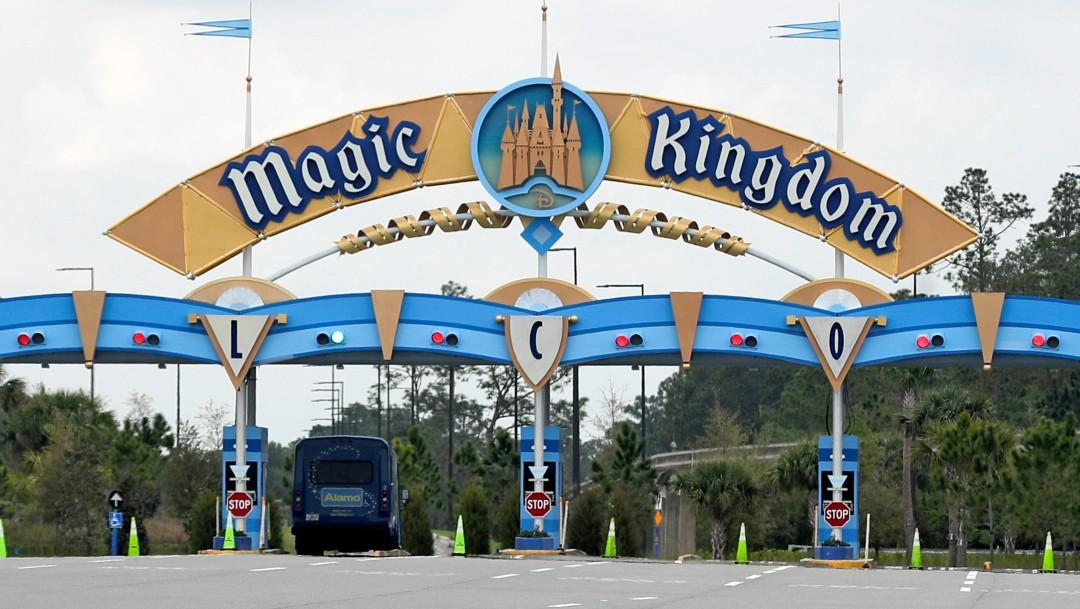 Disney World reabre en medio de repunte de casos en Florida