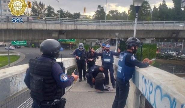 Policía de CDMX evita suicidio en Miguel Hidalgo