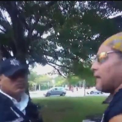 Captan discusión entre policía y ciudadano por negarle entrar a espacio público