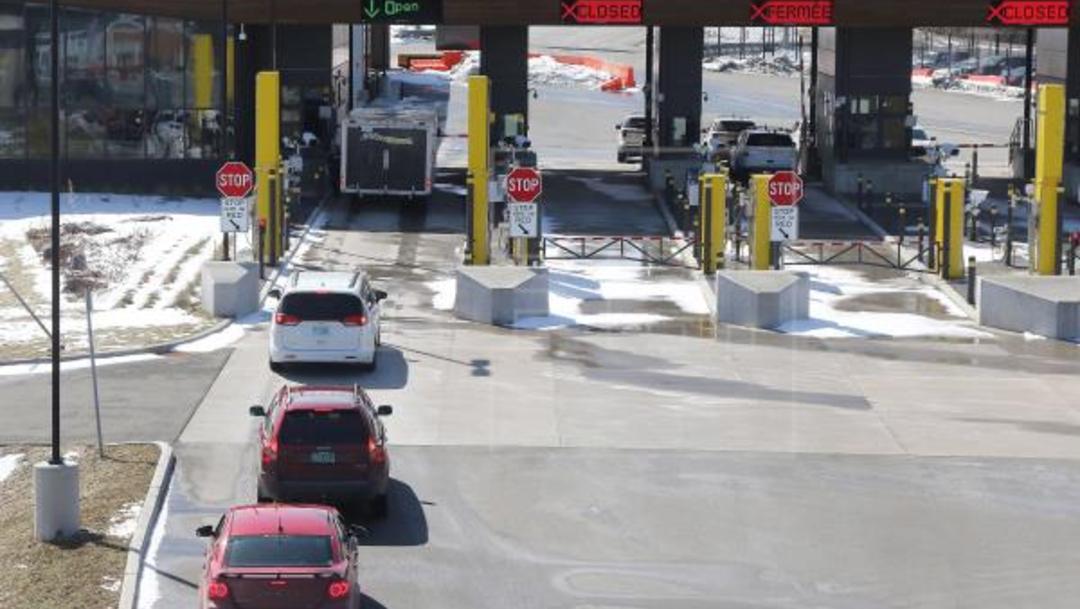 Canadá y EEUU prolongan cierre de frontera por COVID-19