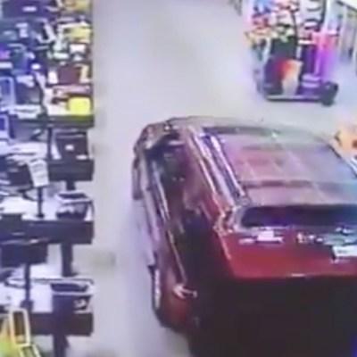 Intentan robar cajero con una camioneta en centro comercial del Acolman, Edomex