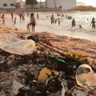 Turistas y lugareños dejan basura en playas de Mazatlán tras reapertura de la contingencia