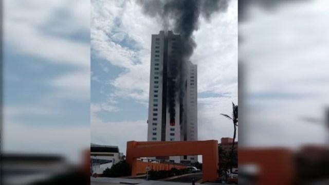 Incendio en la Torre JV, zona hotelera de Boca del Rio, Veracruz