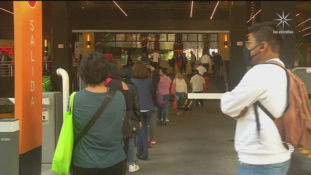 largas filas durante reapertura de centros comerciales y tiendas departamentales en la cdmx