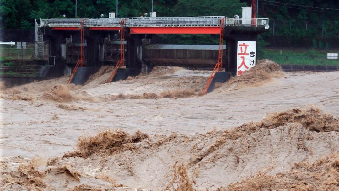 Fuertes lluvias en Japón fuerzan la evacuación de unas 75,000 personas