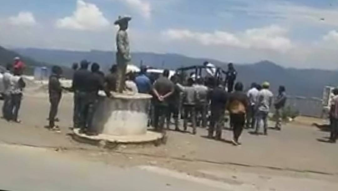 Los dos hombres fueron rescatados por la Policía Municipal de Soledad Atzompa, sin embargo, los pobladores los volvieron a retener para después quemarlos vivos