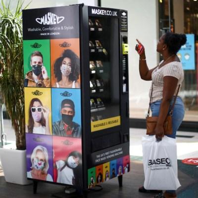 México ya cuenta con máquinas expendedoras que venden cubrebocas