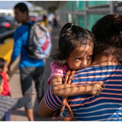 Gentre cruzando la frontera con Estados Unidos