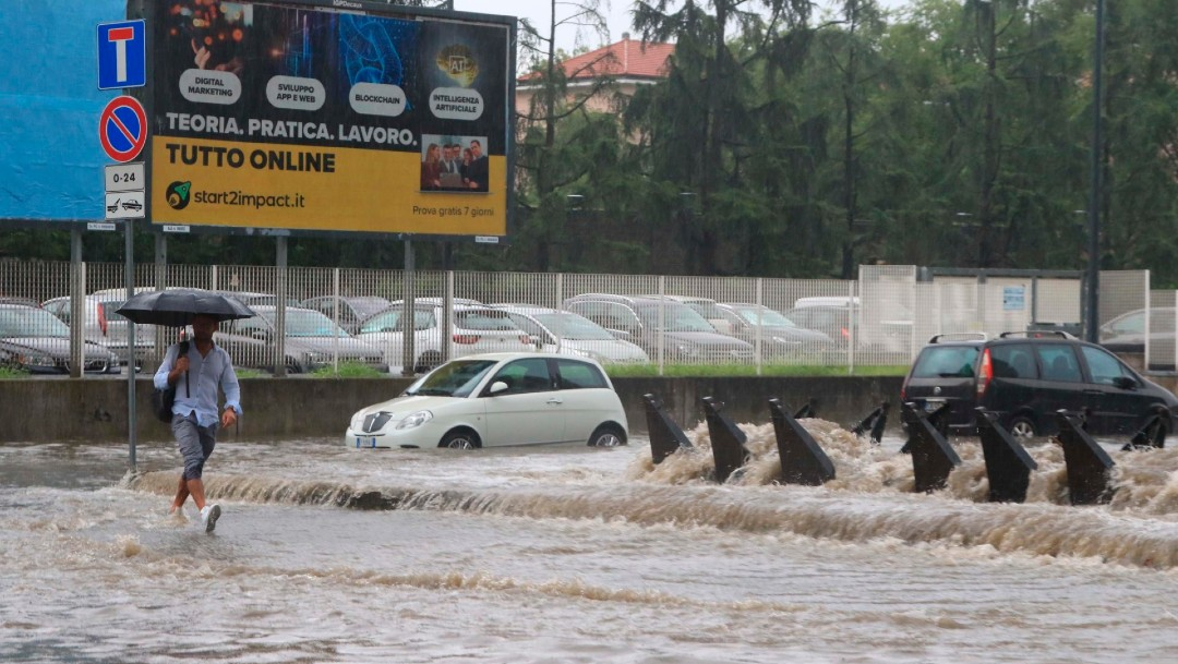 Milán sufre daños por inundaciones tras el desbordamiento del río Seveso