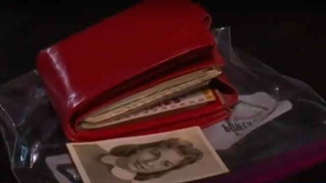 Mujer pierde su cartera en 1962 y la recupera en 2020