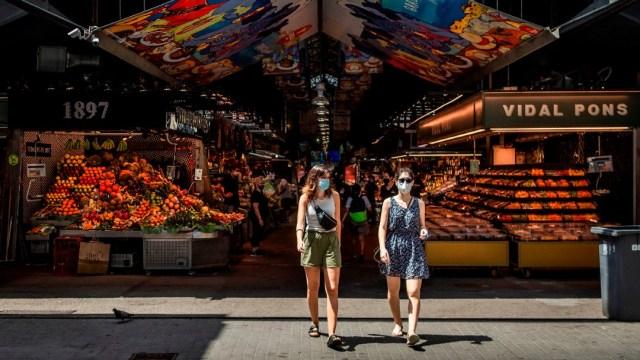 Mujeres en un mercado en Barcelona, España