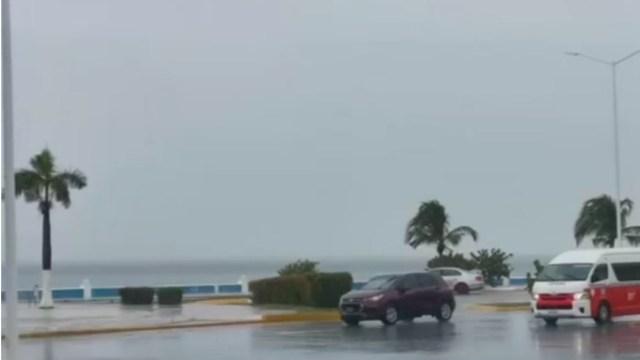Onda tropical número 15 provoca fuertes lluvias en Campeche