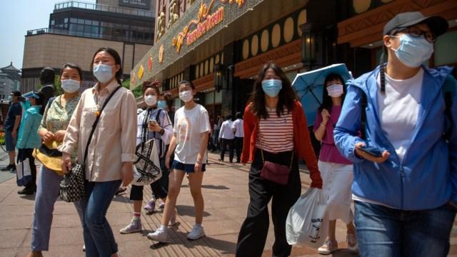 Personas con cubrebocas en Beijing