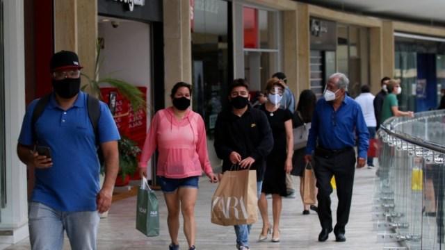 Largas-filas-para-entrar-a-centros-comerciales