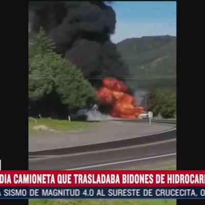 Reportan incendio de camioneta que trasladaba hidrocarburo en Puebla