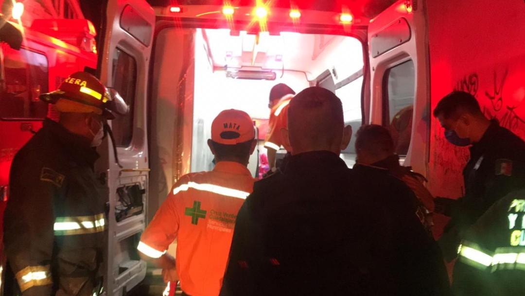Rescatan a joven que cayó de una altura de siete metros en Guadalajara, Jalisco