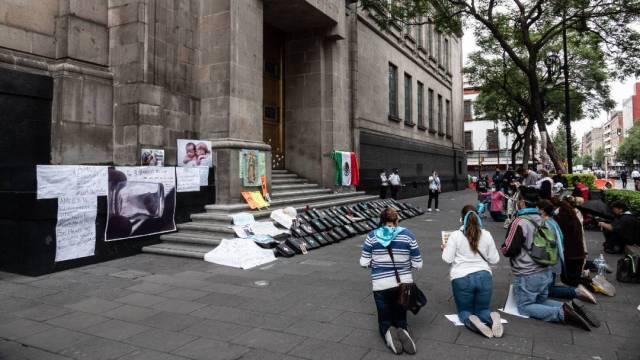 Previo a la discusión de esta tarde, grupos Provida se manifestaron frente a la Suprema Corte de Justicia de la Nación, que con cuatro votos en contra y uno a favor rechazó declarar ilegal el aborto en Veracruz
