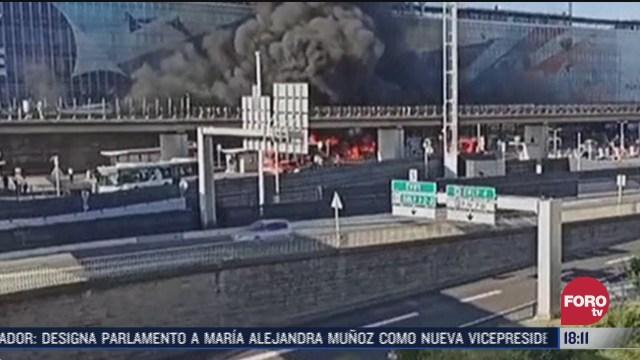 se incendia autobus en el aeropuerto de orly