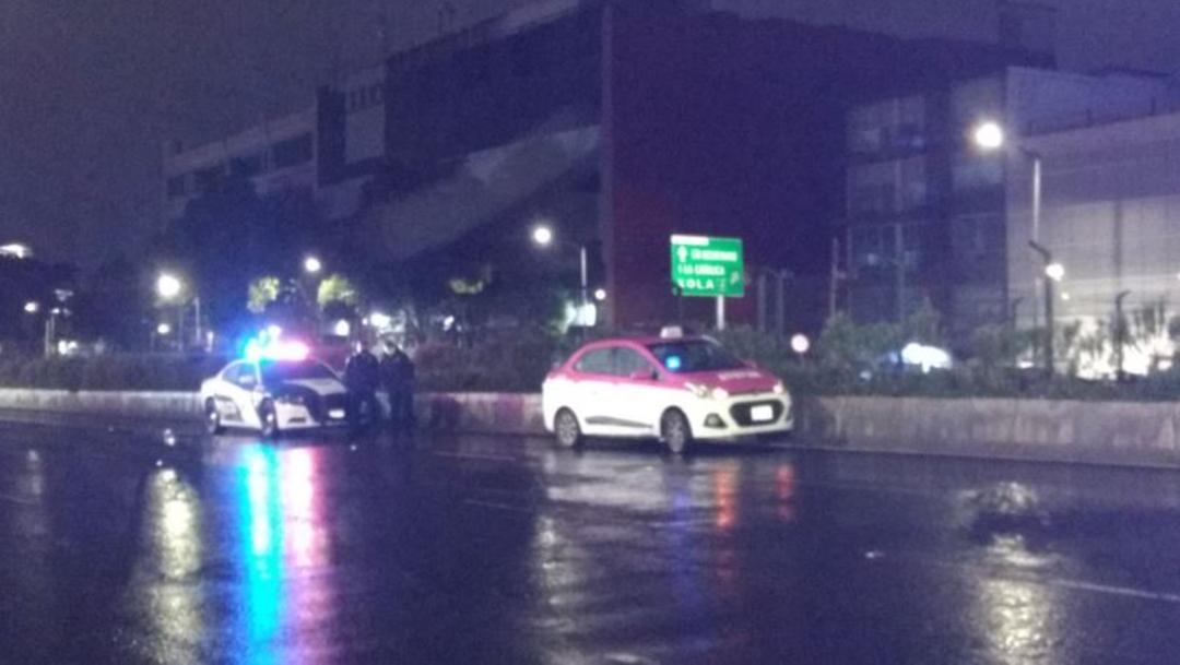 Un hombre fue encontrado sin vida dentro de un taxi sobre la Calzada de Tlalpan esta madrugada.