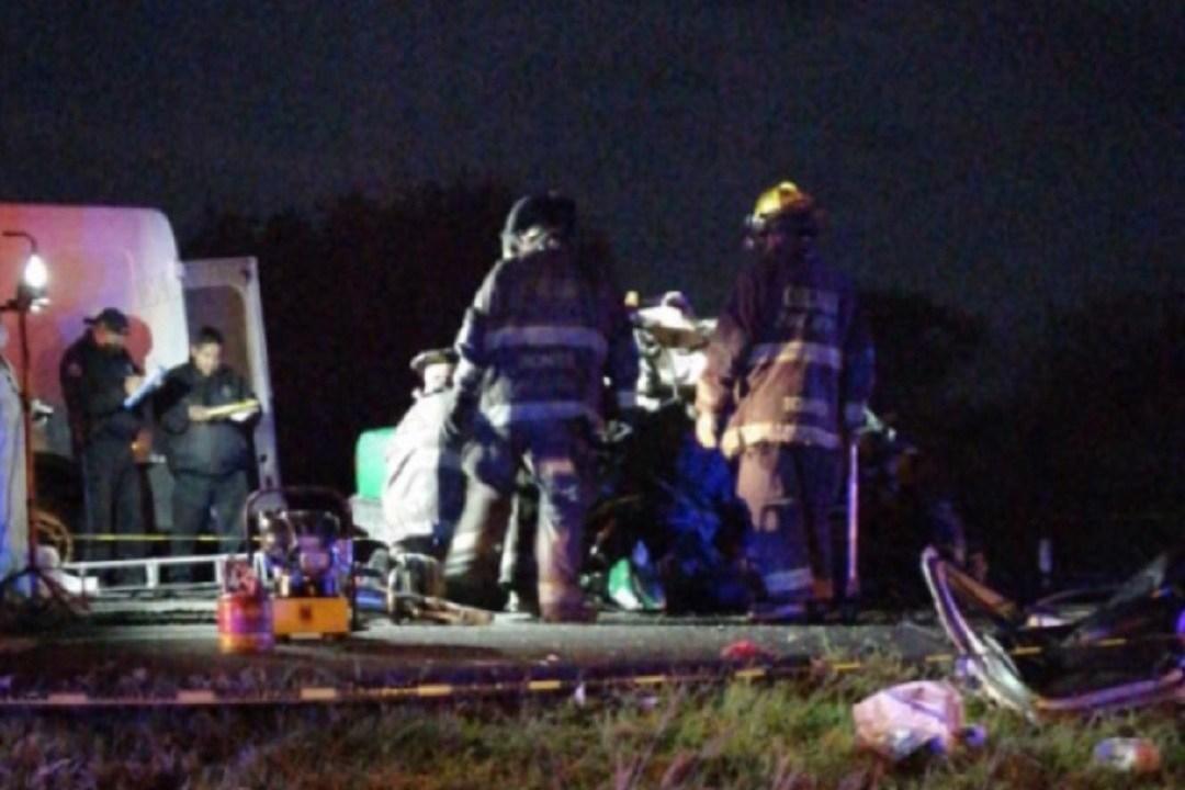 Choque-de-autobús-y-taxi-deja-cuatro-muertos-en-SLP