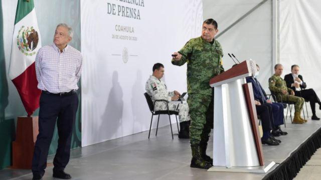 AMLO y Luis Cresencio Sandoval en conferencia matutina en Torreón, Coahuila