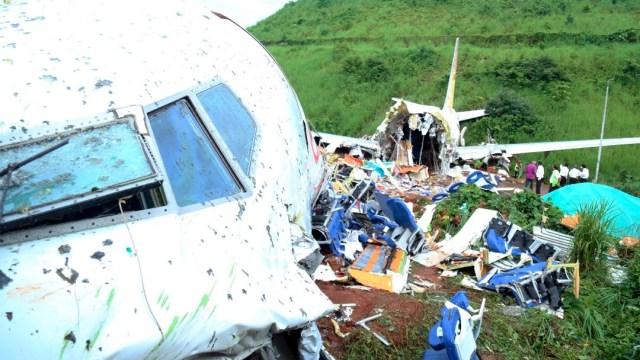 Aumentan a 18 los muertos por accidente de avión en la India