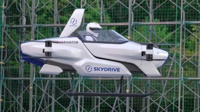 'Auto-volador-japonés-despega-con-una-persona-a-bordo