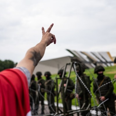 Manifestantes en Bielorrusia inundan Minsk y desafían advertencia del ejercito