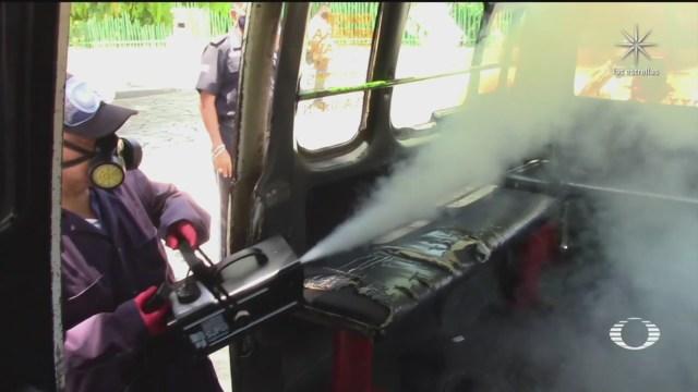 choferes de transporte publico en chiapas sanitizan sus combis contra coronavirus