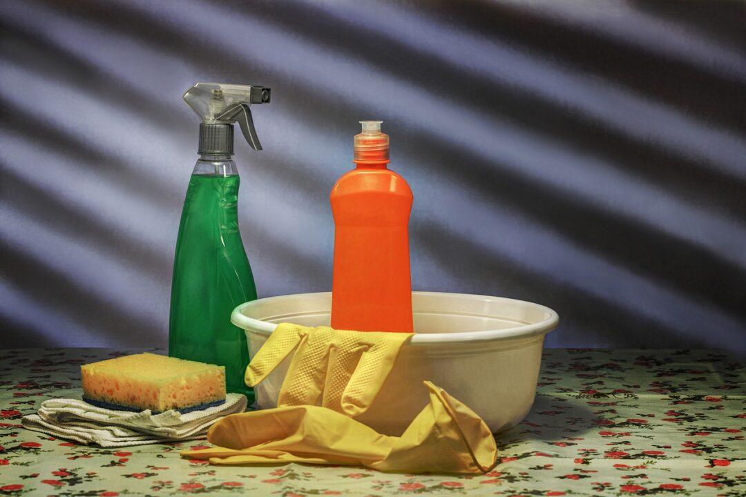 Muere mujer tras mezclar productos de limpieza en Estados Unidos