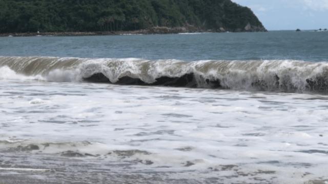 Alto oleaje en playas de Colima