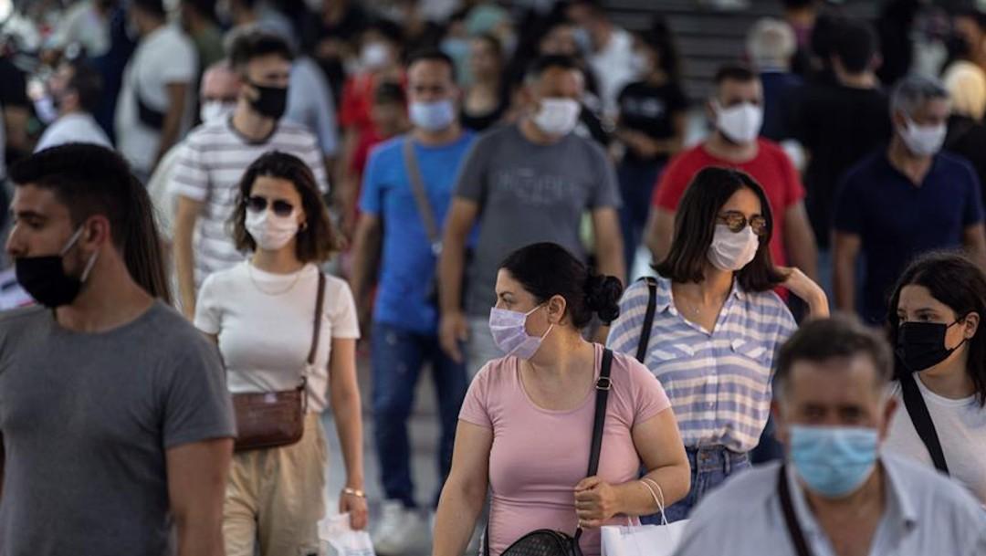 COVID-19 en el mundo supera los 20 millones de contagios: Universidad Johns Hopkins