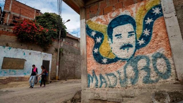 Dibujo de Maduro en pared de barrio popular de Caracas