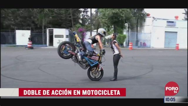 doble de accion en motocicleta