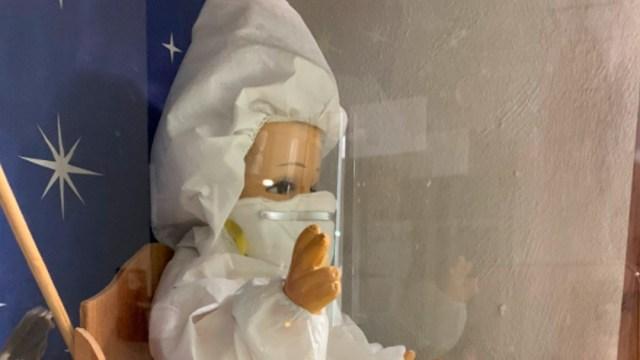 La foto del Niño Dios vestido para cuidarse del coronavirus se hizo viral en redes