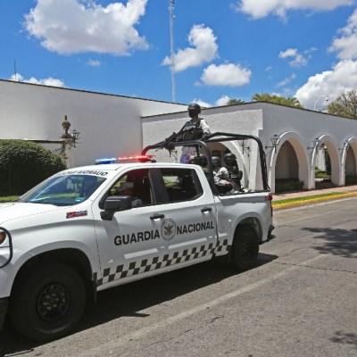 Guardia Nacional decomisa 20 mil litros de insumo para droga en cargamento de artesanías
