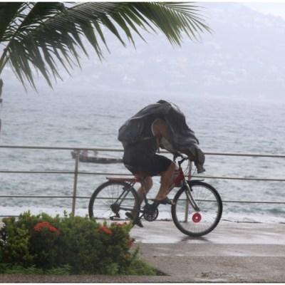 Genevieve se degrada a huracán categoría 1