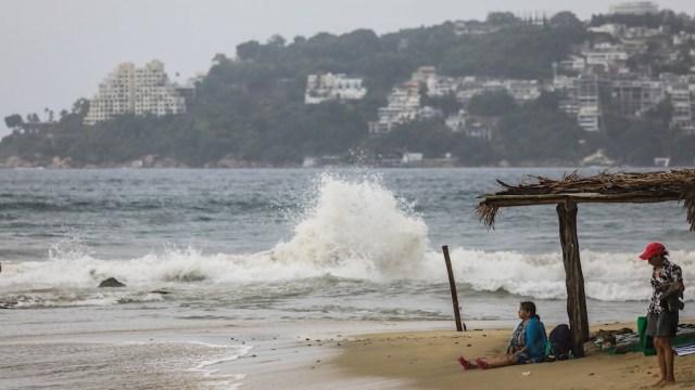Se pide a la población en general, tener cuidado en las zonas peligrosas por lluvias, viento y oleaje