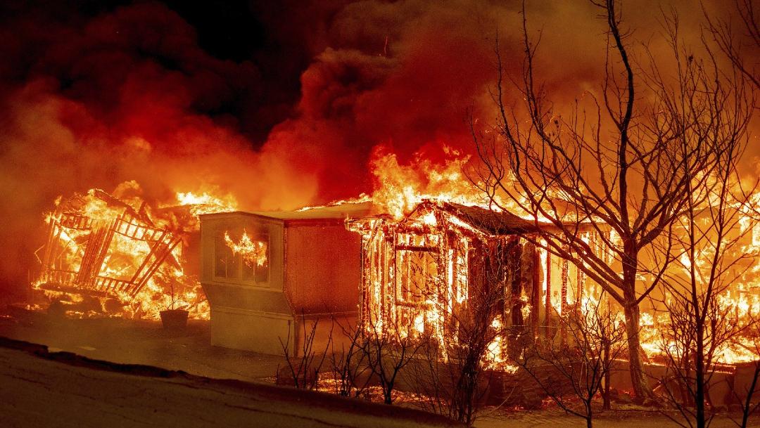 Incendios en California avanzan y obligan a evacuar a miles de personas