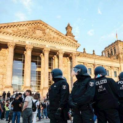 Alemania, escandalizada por la radicalización del movimiento negacionista del coronavirus
