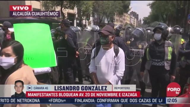 manifestantes bloquean av 20 de noviembre e izazaga cdmx