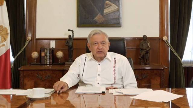 El presidente López Obrador dijo que los videos donde aparece su hermano Pío recibiendo dinero de David León deben ser investigados